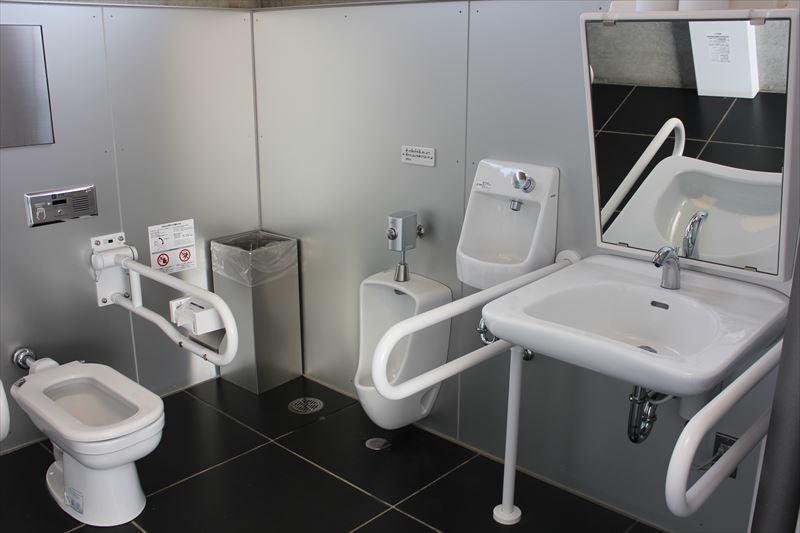 おまつり広場屋外トイレ