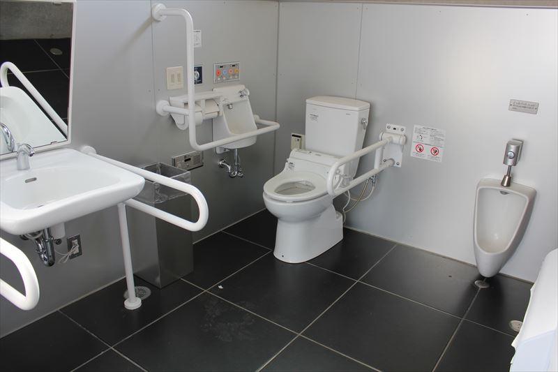 屋外トイレ