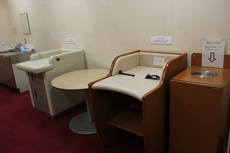 授乳室(おむつ替えシート)