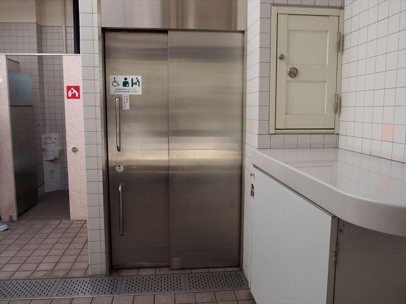 女子トイレ入口