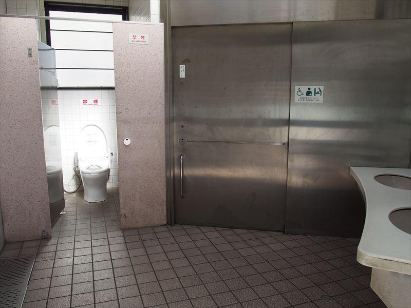 男子トイレ入口