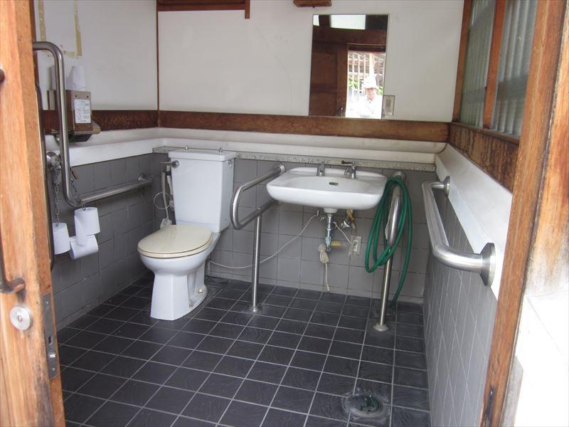 湯沢公共トイレ(鯖湖湯隣)