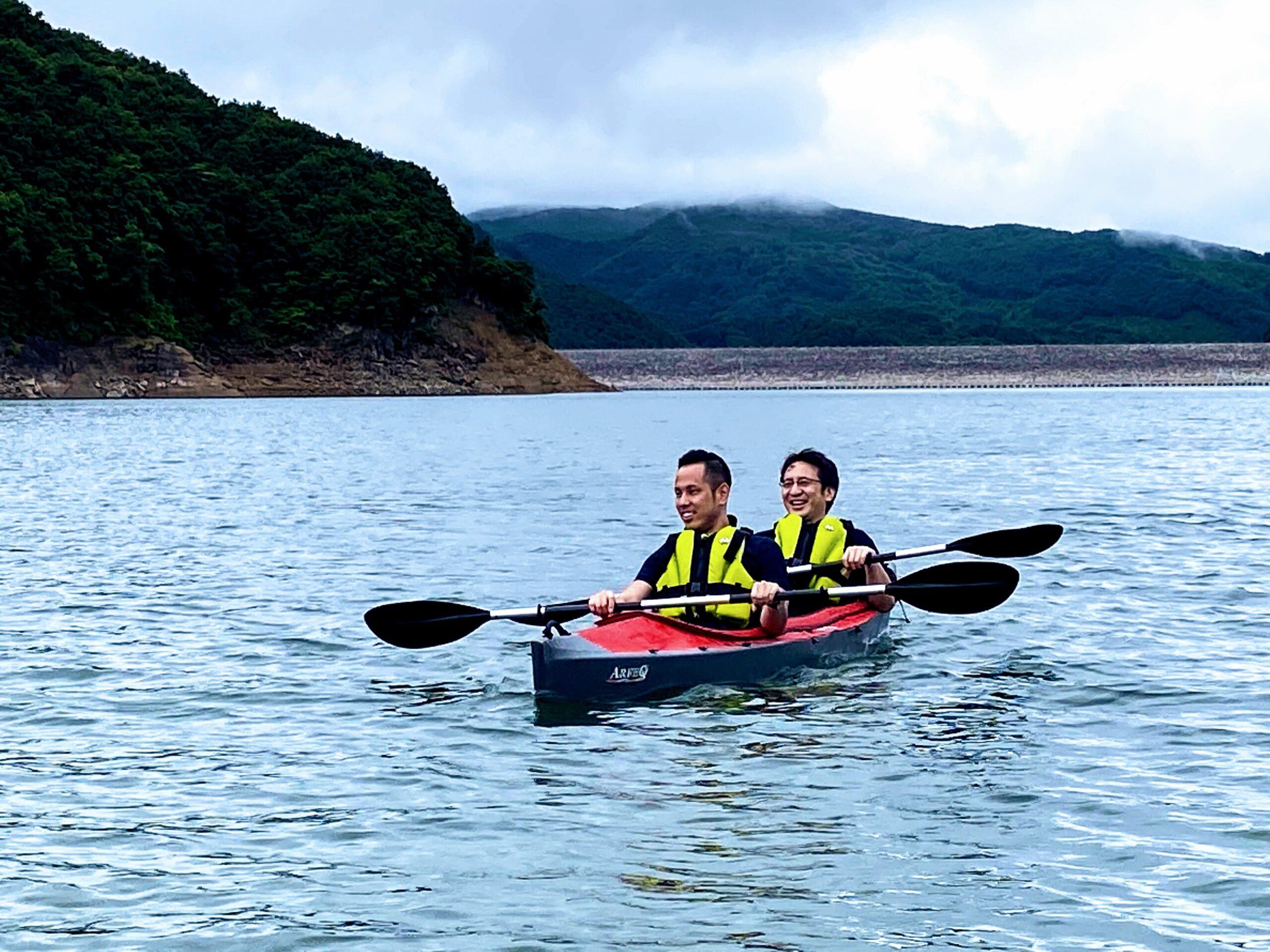 茂庭の広い湖を独り占め!モンドセレクション受賞の水質でカヌー体験