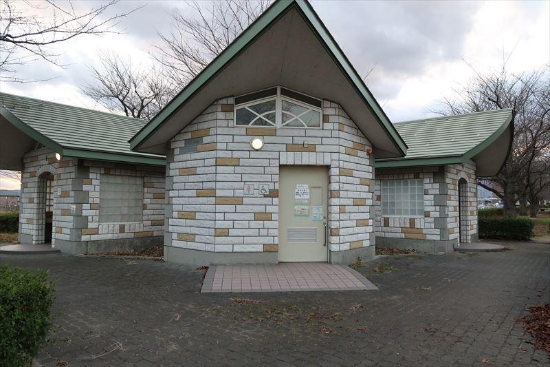 荒川桜づつみ河川公園トイレ