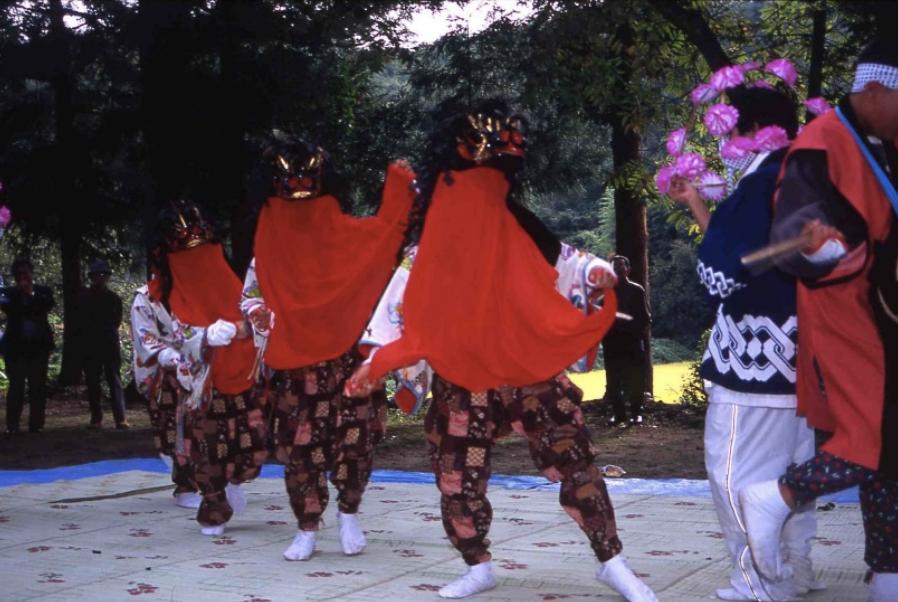 大波住吉神社の三匹獅子舞ならびに鬼舞