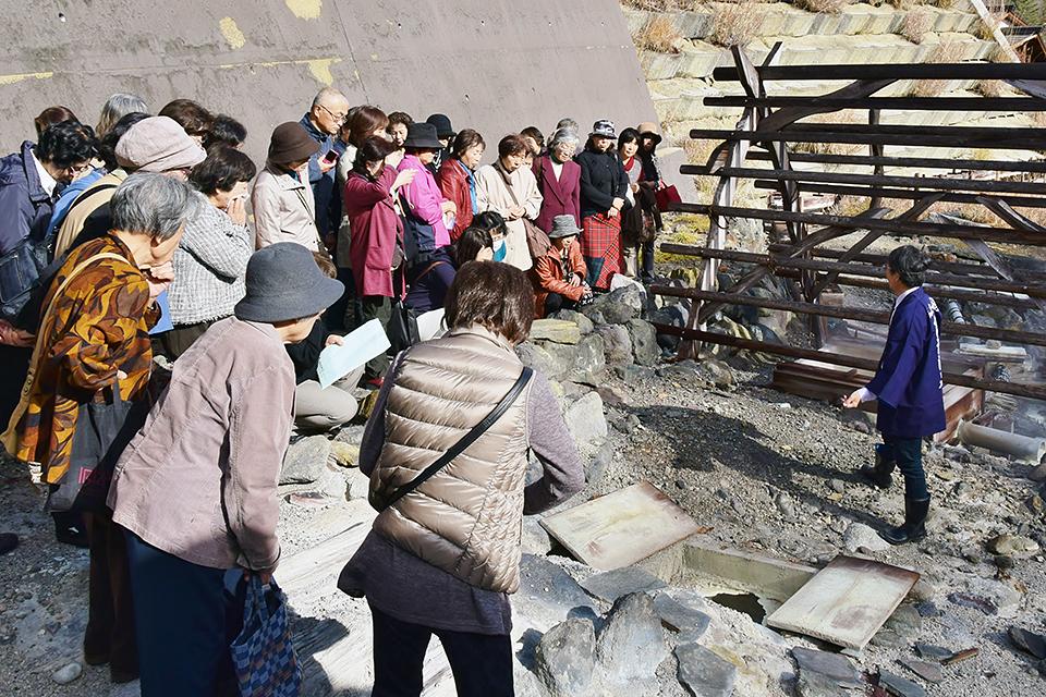 高湯温泉のお湯の不思議を知る「源泉見学会」