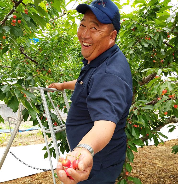あづま果樹園専務の吾妻一夫さん