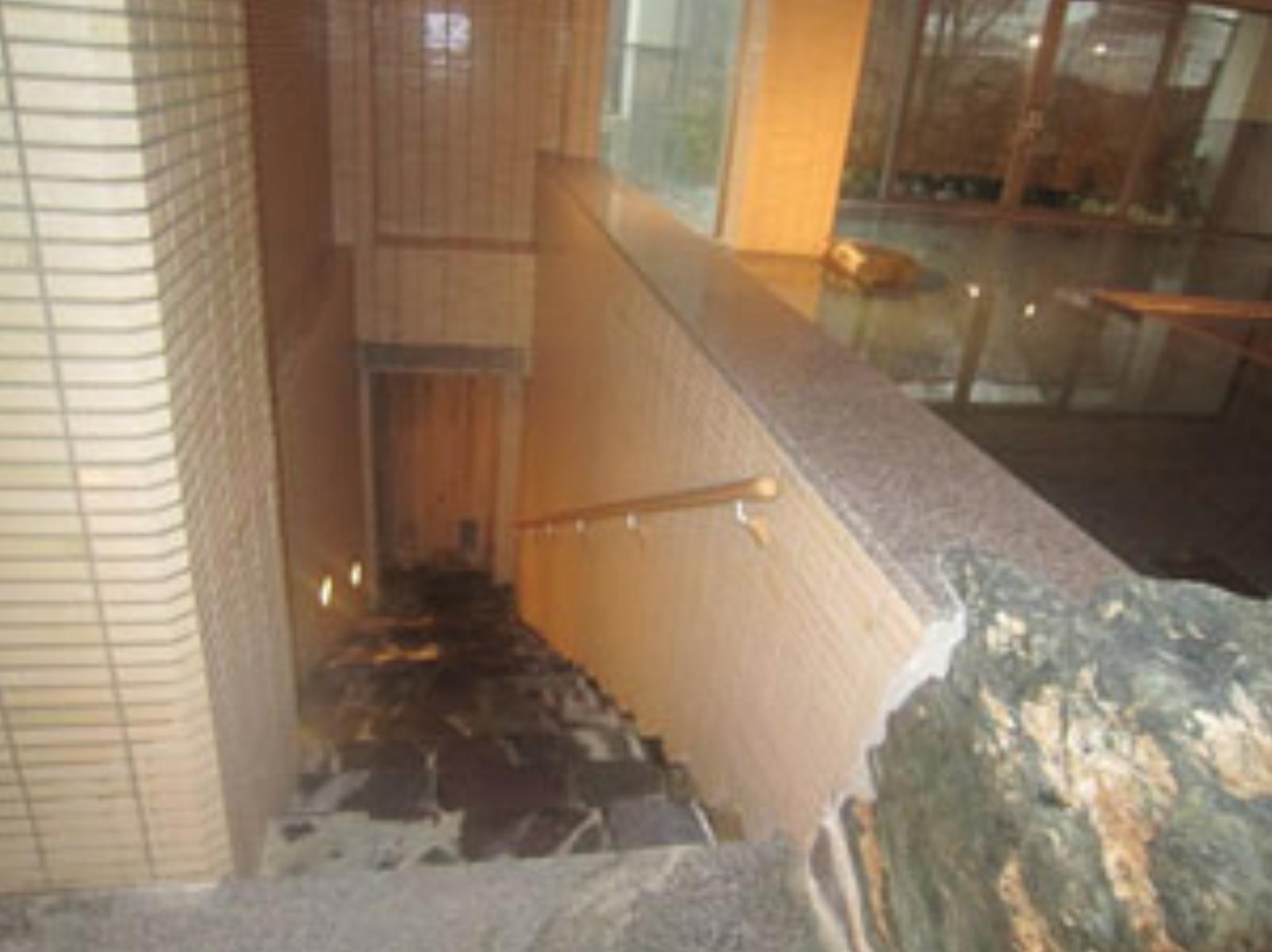 露天風呂へ繋がる階段(女湯)