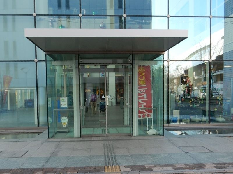 南側入口(駅側)