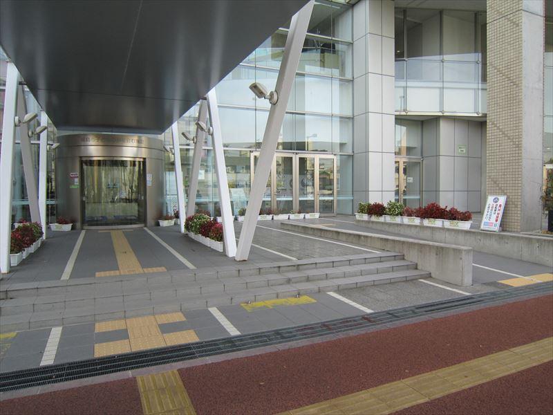 東側入口(NHK側)