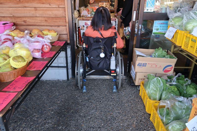 正面入口(車いすのサイズにより少し狭い場合あり)