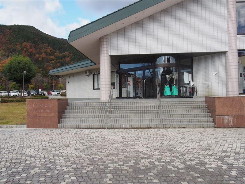 体育館入口階段