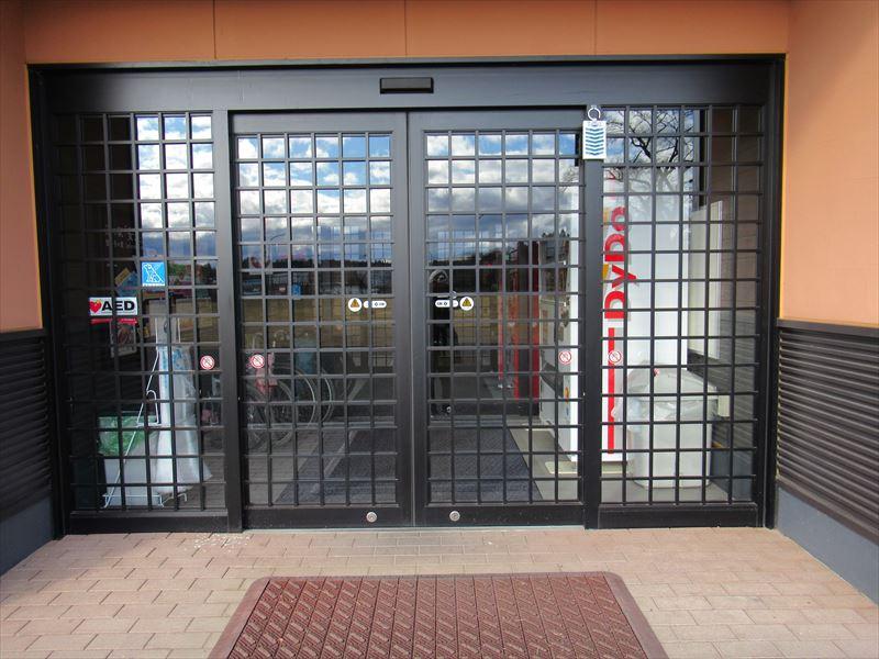 道ナカ食堂側入口(自動ドア)