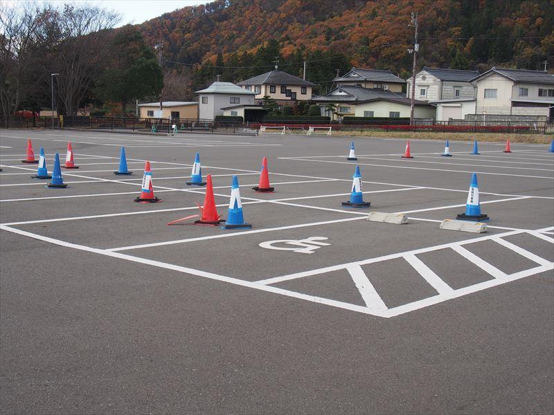 屋根付き運動場駐車場