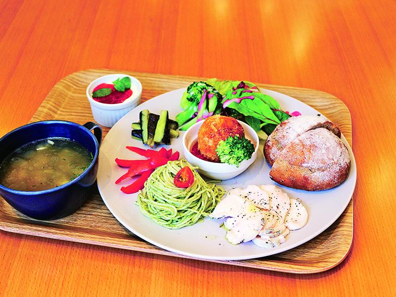 ワインブティック&ベーカリーカフェ midi(ミディ)