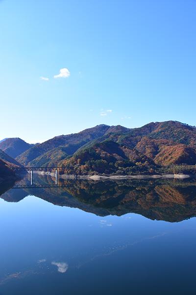 摺上川ダム「茂庭っ湖(モニワッコ)」の紅葉縦10