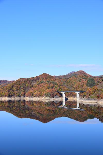 摺上川ダム「茂庭っ湖(モニワッコ)」の紅葉縦2